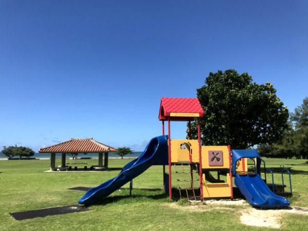 石垣島子連れ旅に最高!遊具と青い海の砂浜で遊べる【舟蔵公園】
