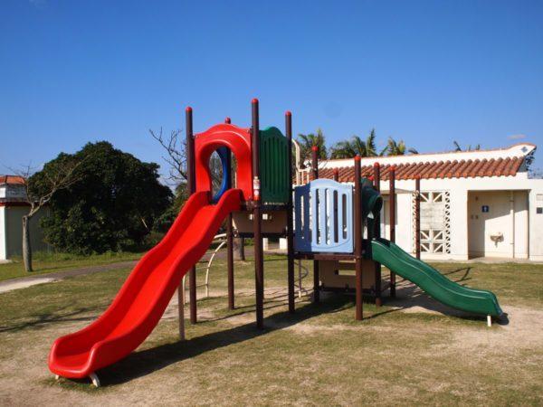 石垣市健康福祉センターヨチヨチキッズが遊べる遊具がある子供広場