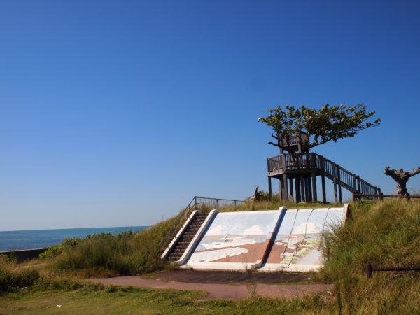 憧れのツリーハウス展望台から望む青の海が最高【南ぬ島町緑地公園】