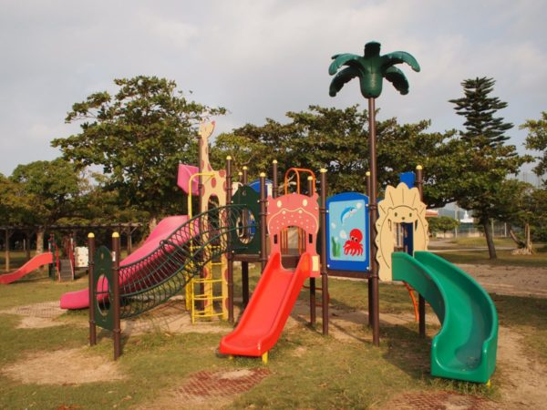 【遊具豊富】子供たちの年齢問わず遊べる運動公園内「キリン公園」